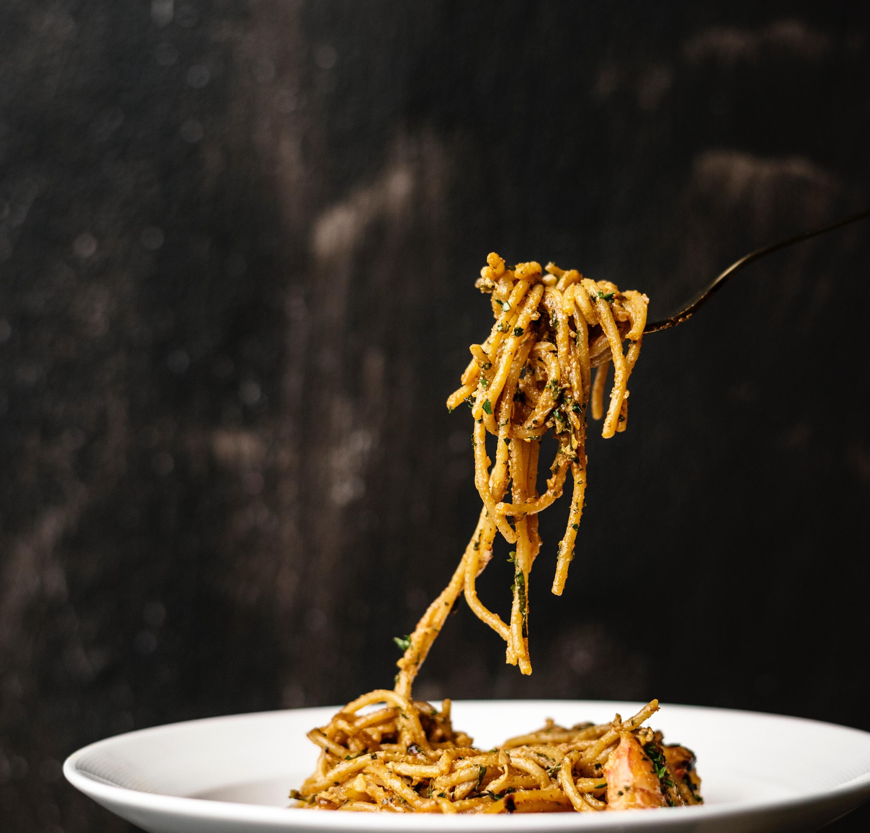 Learn how to make pasta aglio olio with fresh garlic from Giolitti Deli.